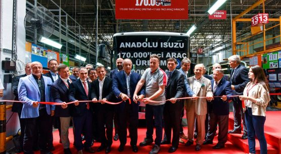 ISUZU gamykla švenčia 170-tūkstantąją transporto priemonę